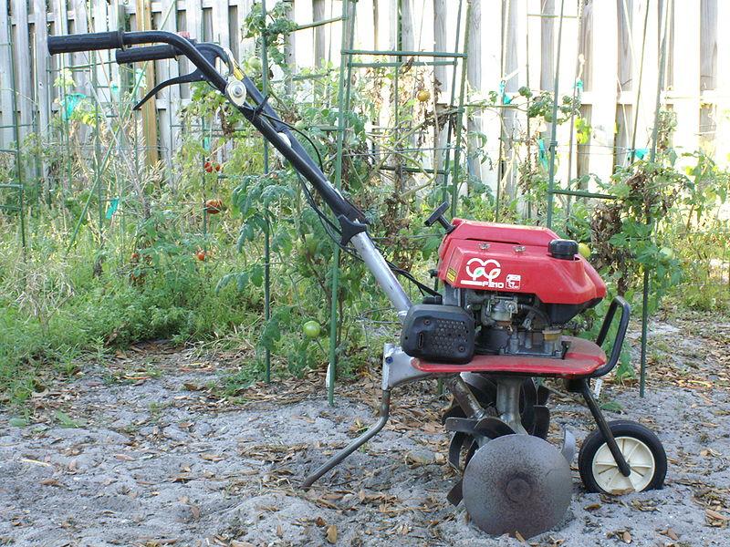 Entretien du jardin : Pourquoi la motobineuse est-elle indispensable?